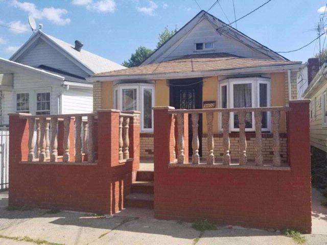 3 BR,  2.00 BTH Bungalow style home in Canarsie