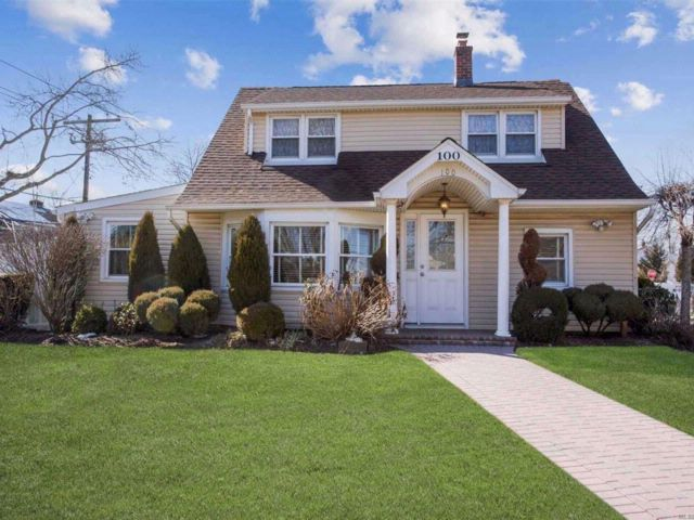 5 BR,  1.50 BTH  Cape style home in Levittown