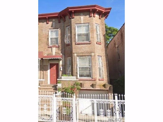 7 BR,  3.00 BTH Colonial style home in East New York