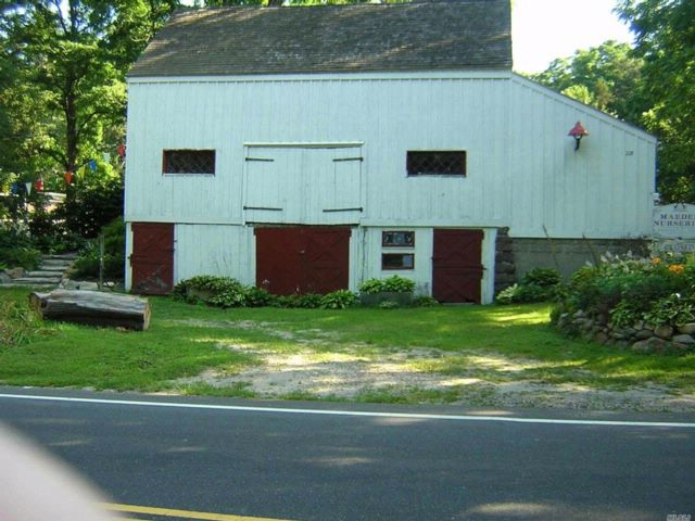 Lot <b>Size:</b> 0.73 Acre Land style home in East Setauket
