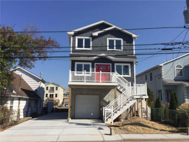 3 BR,  2.50 BTH Modern style home in Freeport