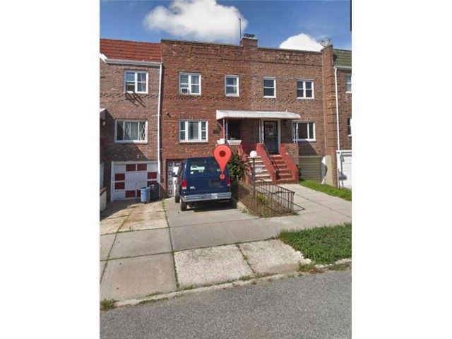 3 BR,  2.00 BTH 2 story style home in Laurelton