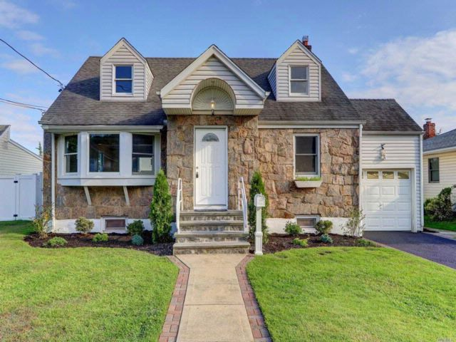 4 BR,  2.00 BTH Cape style home in Bethpage