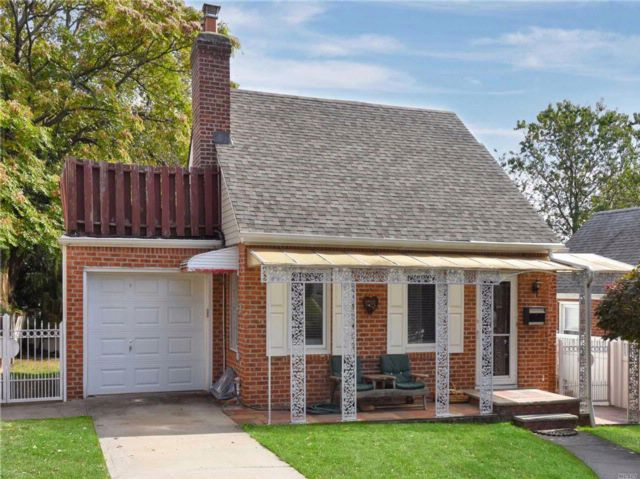 4 BR,  2.00 BTH Cape style home in Little Neck