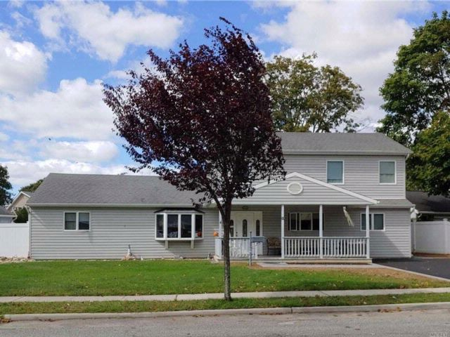 4 BR,  2.00 BTH  Exp ranch style home in Bethpage
