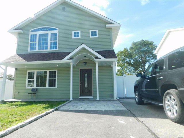 3 BR,  2.00 BTH Exp ranch style home in Wyandanch