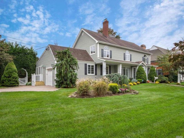 4 BR,  3.50 BTH Colonial style home in Massapequa