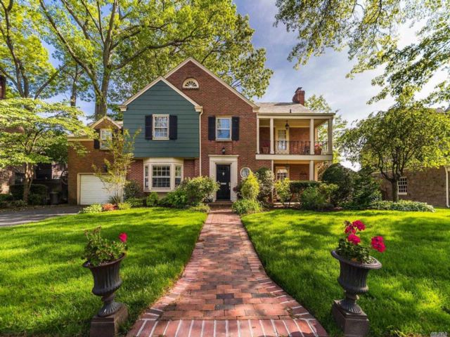 5 BR,  3.55 BTH  Colonial style home in Rockville Centre