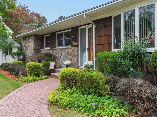 4 BR,  3.00 BTH  Ranch style home in East Islip