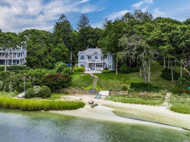 5 BR,  4.50 BTH  Colonial style home in Cutchogue