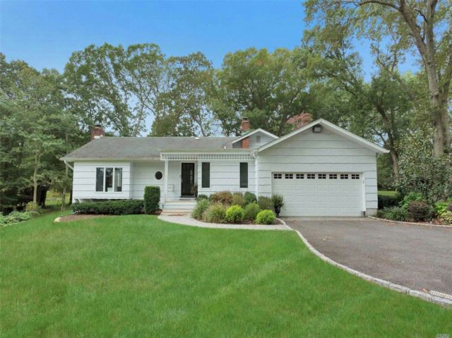 4 BR,  3.50 BTH Ranch style home in Melville