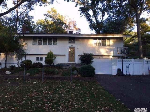 2 BR,  2.00 BTH Hi ranch style home in Commack