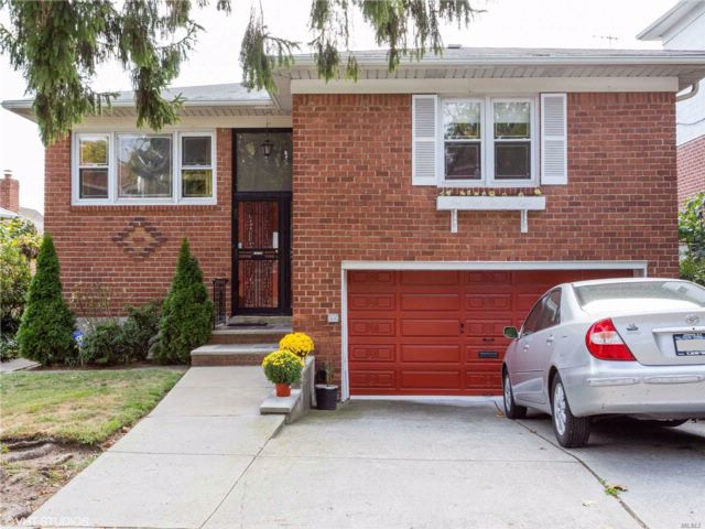 3 BR,  3.00 BTH Ranch style home in Whitestone