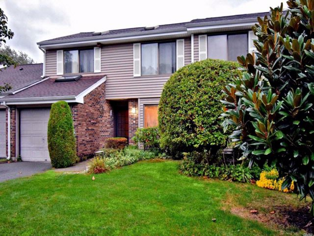 3 BR,  2.50 BTH  Condo style home in Smithtown