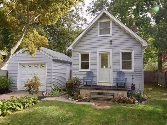 2 BR,  2.00 BTH Cape style home in Rocky Point