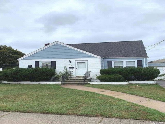 4 BR,  1.00 BTH Cape style home in East Meadow