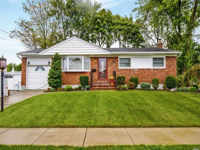 3 BR,  2.00 BTH  Ranch style home in Massapequa Park