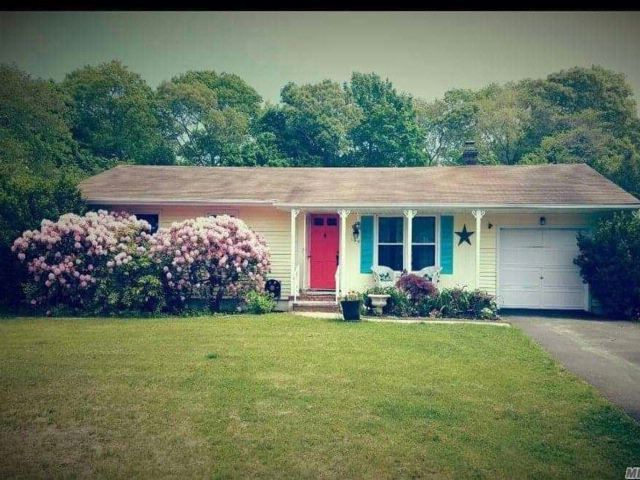 2 BR,  3.00 BTH Ranch style home in East Quogue