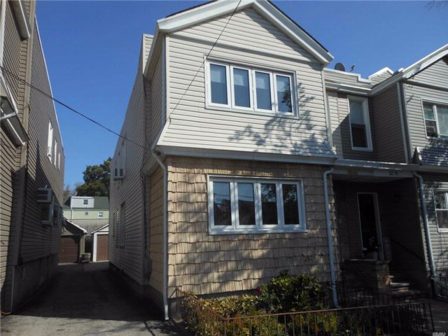 6 BR,  2.00 BTH Colonial style home in Middle Village