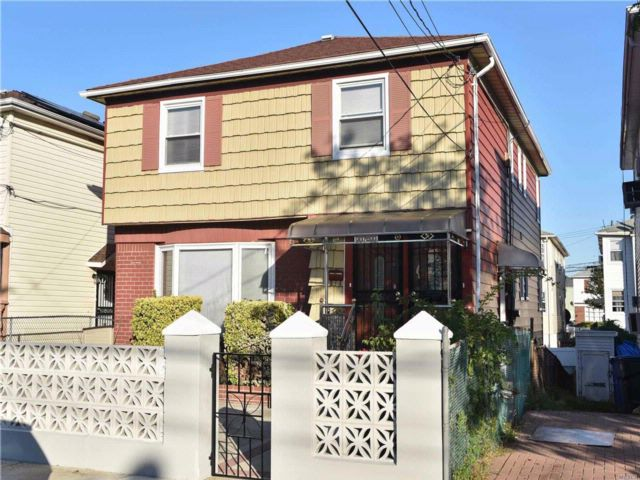 6 BR,  2.50 BTH 2 story style home in Springfield Gardens