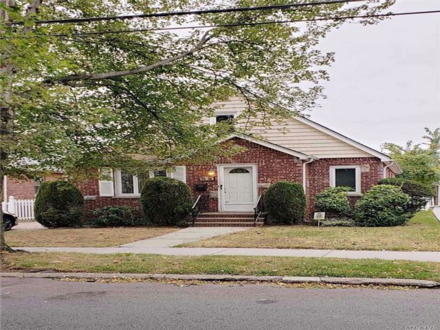 4 BR,  1.00 BTH  Cape style home in Fresh Meadows