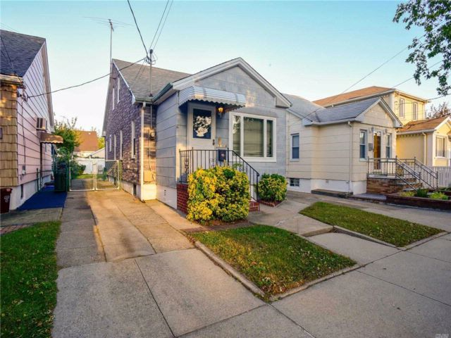 2 BR,  1.50 BTH Cape style home in South Ozone Park