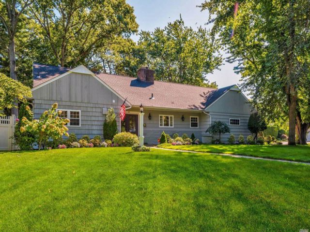 5 BR,  3.00 BTH  Farm ranch style home in Massapequa