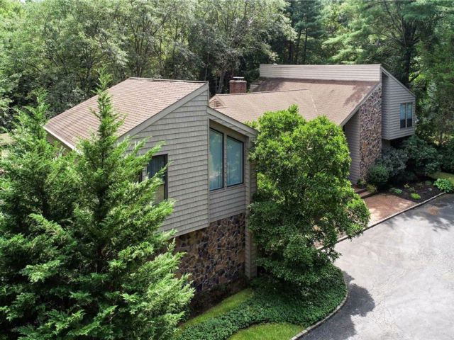 6 BR,  4.50 BTH Contemporary style home in Syosset