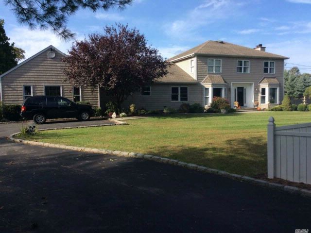 5 BR,  4.50 BTH Colonial style home in St. James