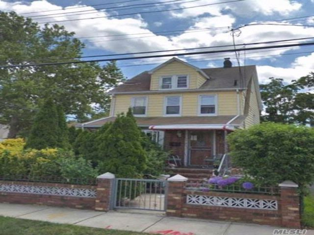 6 BR,  4.00 BTH 2 story style home in Queens Village