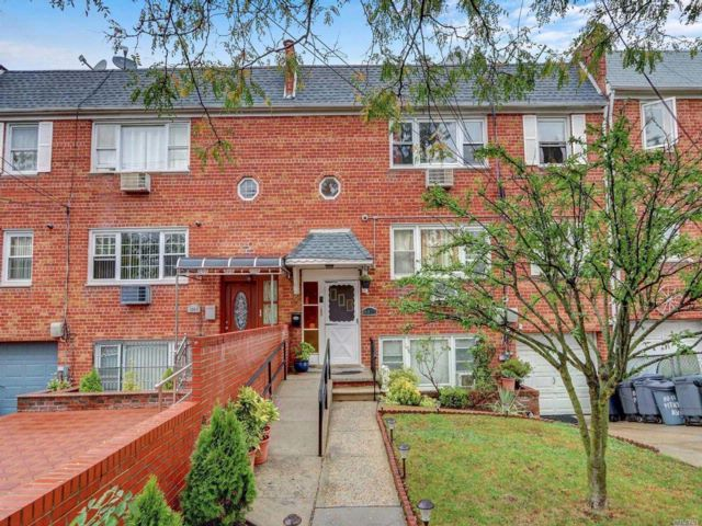 8 BR,  5.00 BTH 2 story style home in Ozone Park