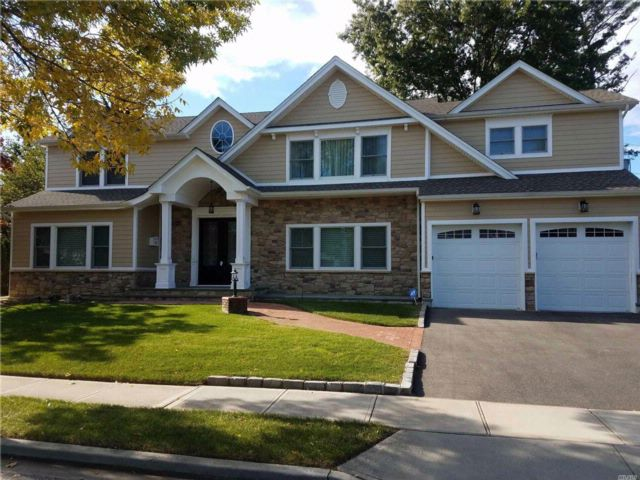 4 BR,  4.50 BTH Colonial style home in Jericho