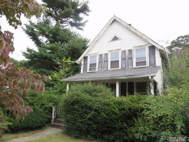 3 BR,  1.00 BTH  Colonial style home in Centerport