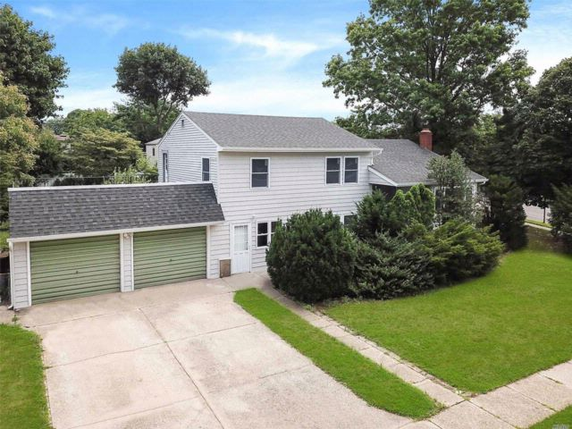 3 BR,  2.50 BTH Split style home in Syosset