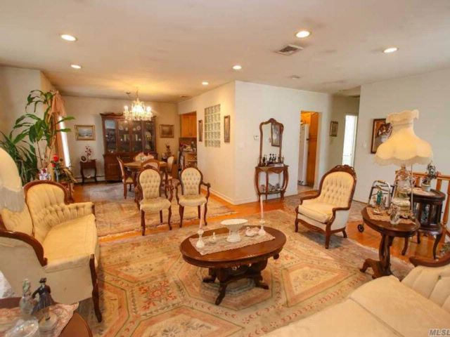 6 BR,  5.50 BTH  Colonial style home in Bayside
