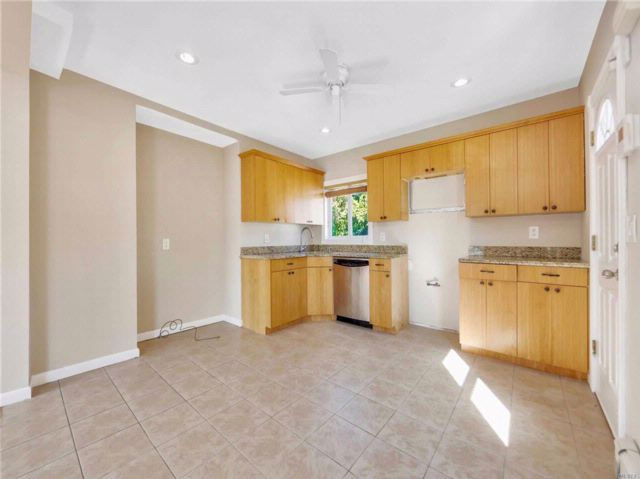 5 BR,  3.00 BTH  Colonial style home in Elmont