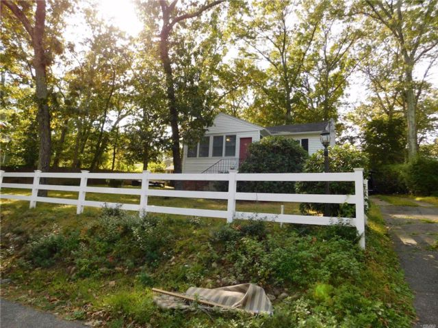 2 BR,  1.00 BTH Cottage style home in Ridge