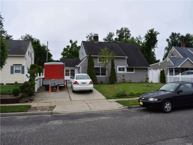 3 BR,  2.00 BTH  Cape style home in Wantagh