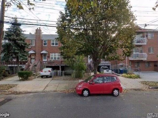 3 BR,  2.50 BTH Townhouse style home in Woodside