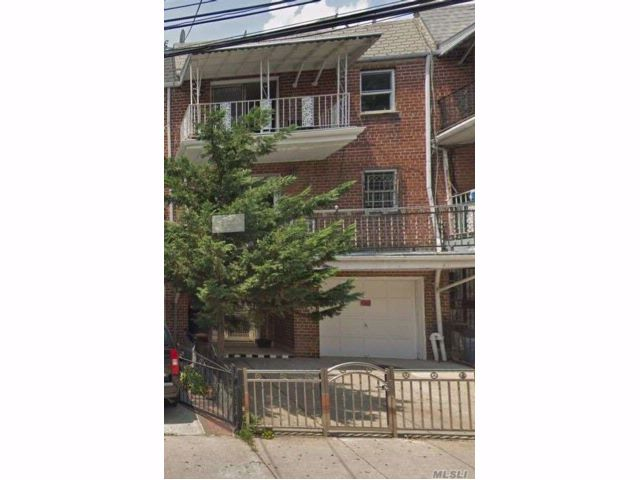 6 BR,  4.50 BTH Colonial style home in Woodside