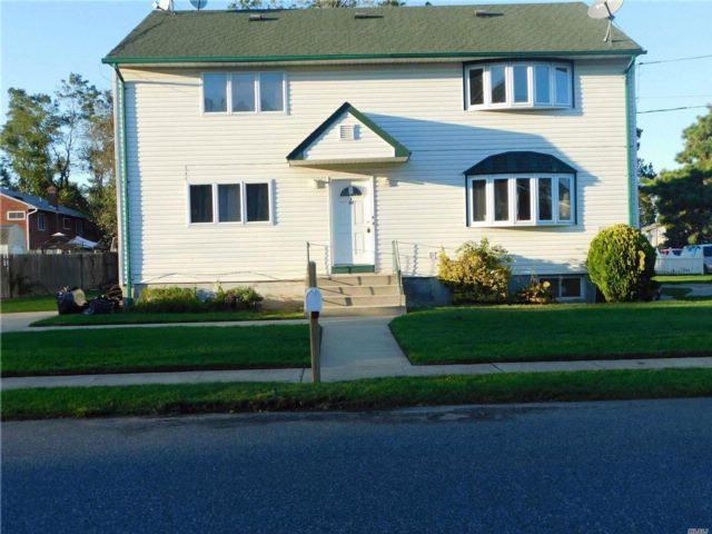 3 BR,  1.00 BTH 2 story style home in Farmingdale