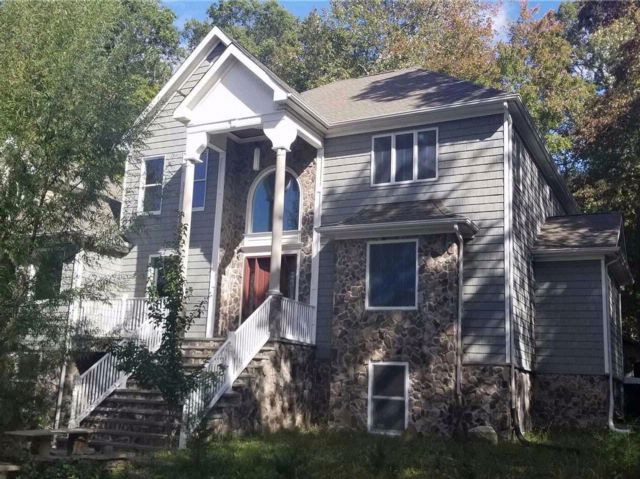 4 BR,  4.50 BTH Victorian style home in Rocky Point