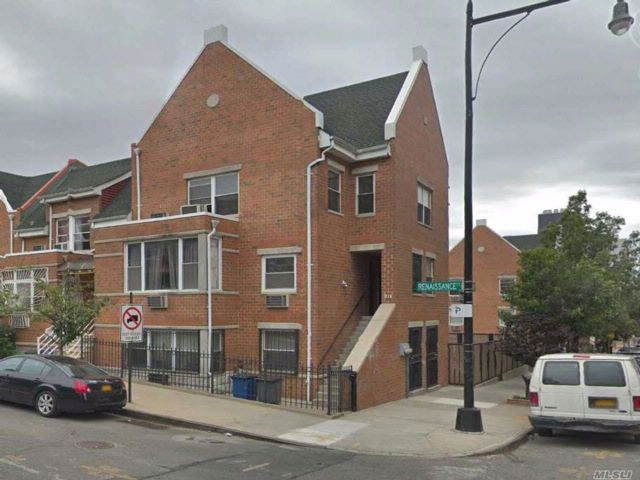 8 BR,  4.00 BTH Colonial style home in Bushwick