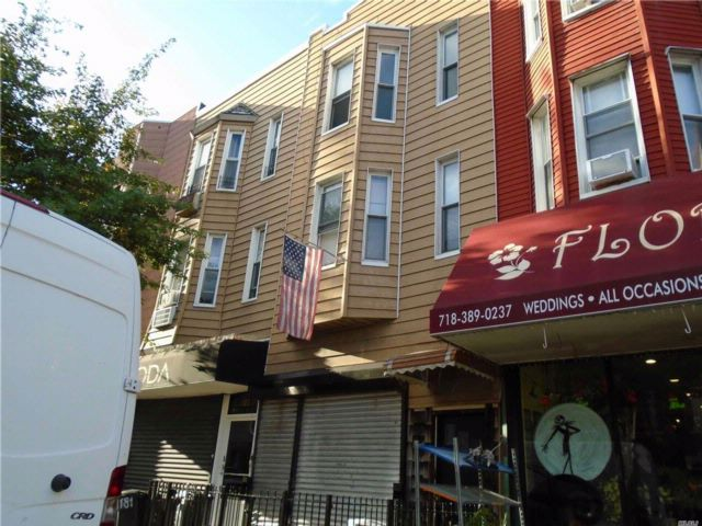 4 BR,  3.00 BTH  Store+dwell style home in Greenpoint