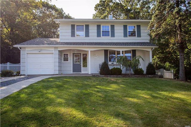 4 BR,  2.50 BTH Colonial style home in Rocky Point