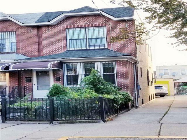 3 BR,  3.50 BTH Contemporary style home in Woodside