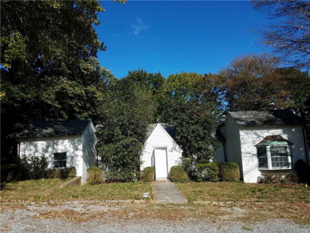 3 BR,  3.50 BTH  Cottage style home in Glen Head