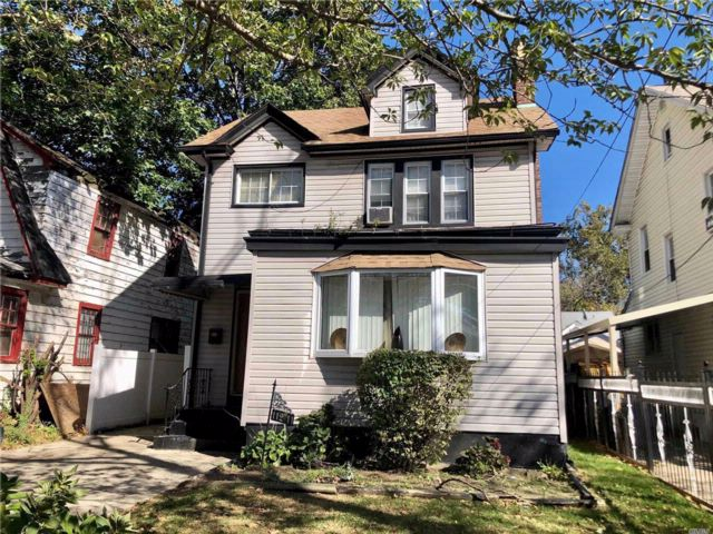 4 BR,  2.50 BTH  Colonial style home in St. Albans