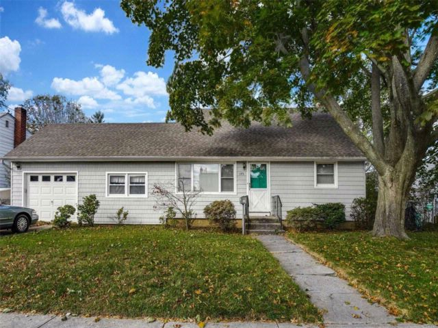 3 BR,  1.00 BTH Exp cape style home in Bethpage