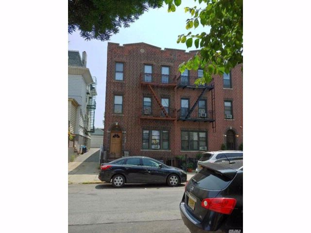 12 BR,  6.00 BTH  Contemporary style home in Long Island City